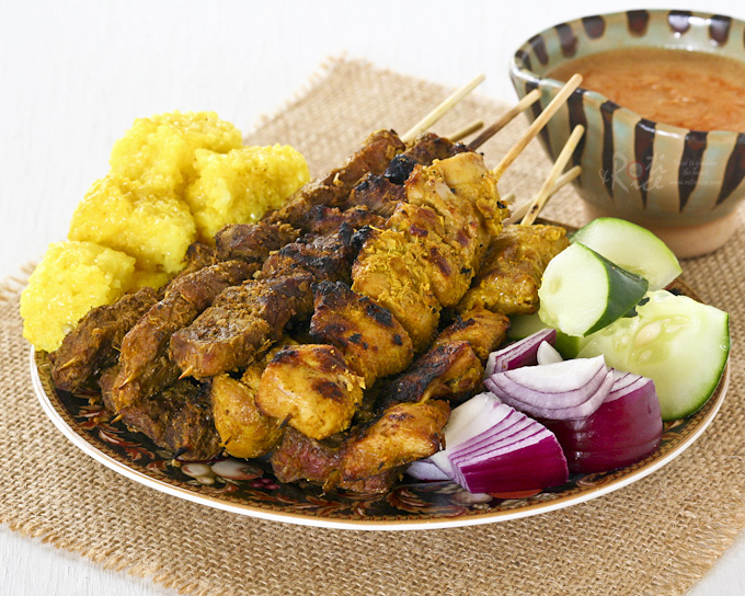 These aromatic and tender Beef and Chicken Satay are a must try. Delicious served with Satay Peanut Sauce and chunks of onions and cucumber. | RotiNRice.com