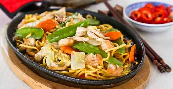 Hot and delicious Sizzling Pan Fried Noodles with chicken, shrimps, carrots, Napa cabbage, and snow peas. Especially satisfying on a cold day. | RotiNRice.com