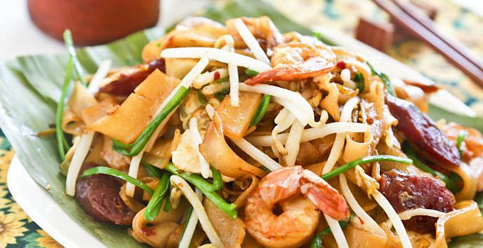 The ever popular and super delicious Char Koay Teow with shrimps, Chinese sausage, bean sprouts, and chives. You don't want to miss this! | RotiNRice.com #charkoayteow #stirfriednoodles #malaysianrecipes