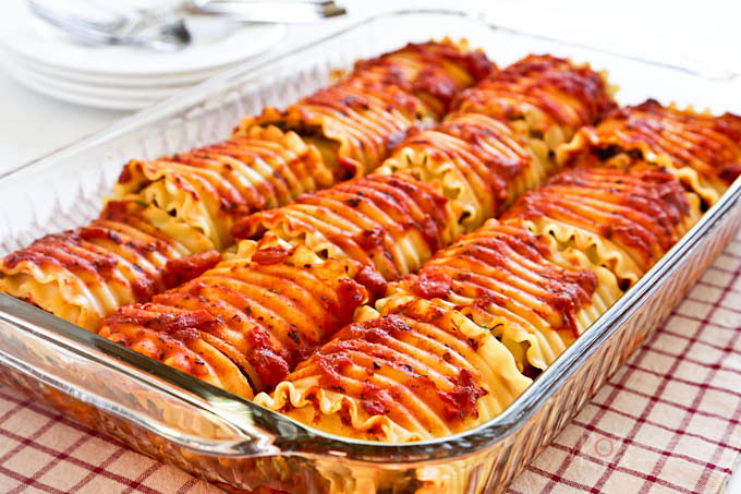 Lasagna Rollups are a fun and tasty way to serve lasagna. These are filled with lean ground beef and low fat ricotta cheese drenched in pasta sauce. | RotiNRice.com