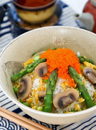 Asparagus Scrambled Eggs Chirashi Sushi - simple and tasty scattered sushi with seasonal asparagus, mushrooms, and eggs. Perfect for lunch! | RotiNRice.com