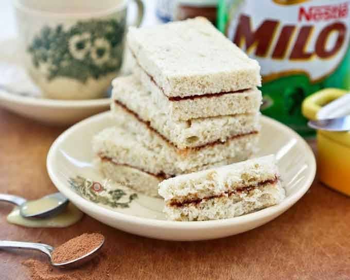 If you are a fan of Milo, you will love these Milo Sandwiches spread with butter or condensed milk and chocolate malt powder. So yummy! | RotiNRice.com