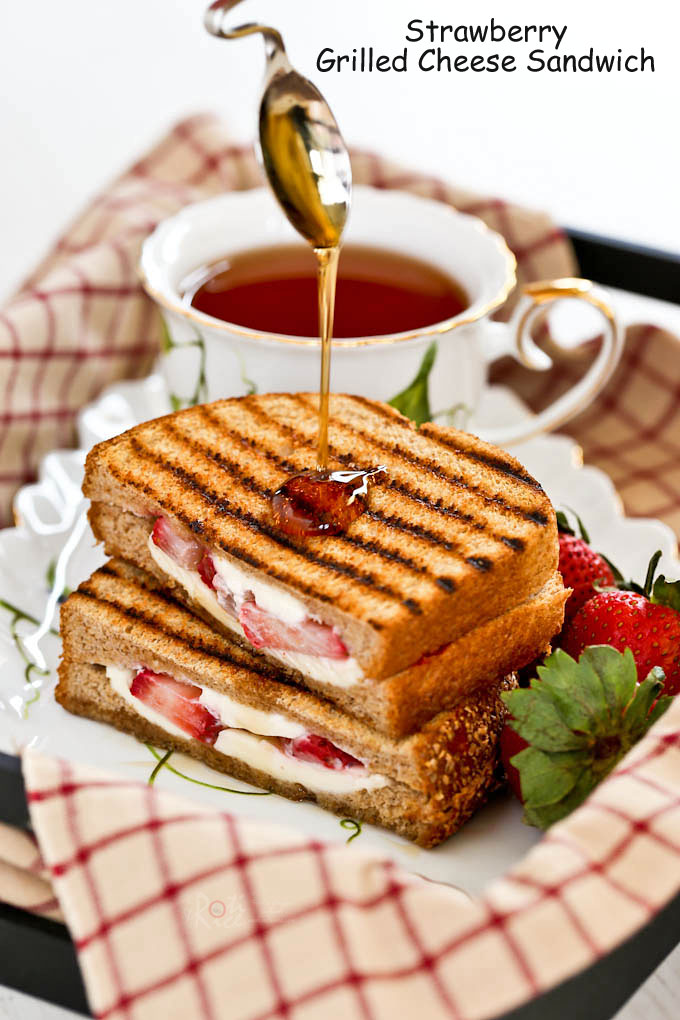 Enjoy your fruit and sandwich together in this Strawberry Grilled Cheese Sandwich. Delicious as is or drizzled with maple syrup. | RotiNRice.com