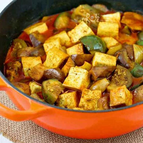 This easy to prepare Tofu Eggplant Curry is delicious and flavorful. Serve it with rice for a satisfying vegetarian meal. | RotiNRice.com