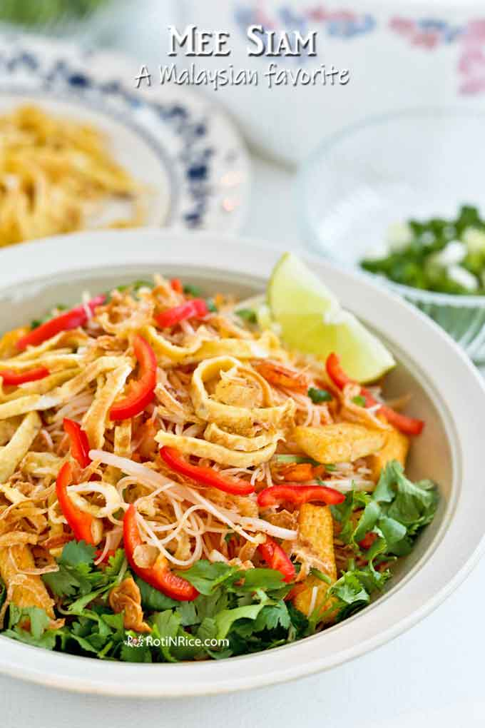 Super delicious Mee Siam served with lime wedge.