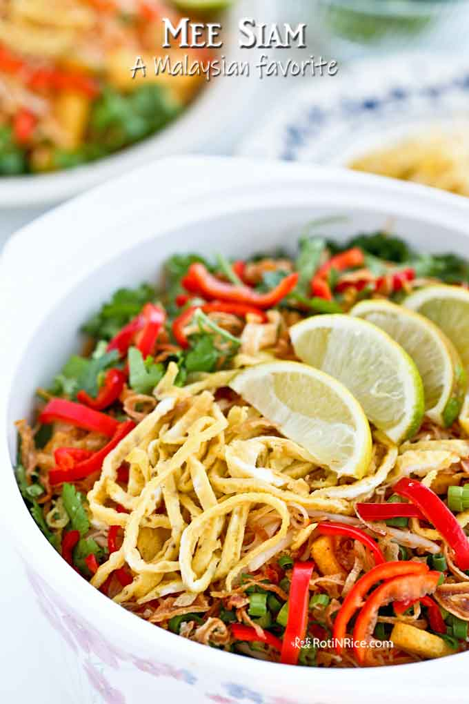 Mee Siam Served with colorful toppings makes it look very tempting.
