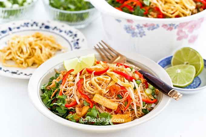 Colorful spicy fried noodles with a variety of toppings.
