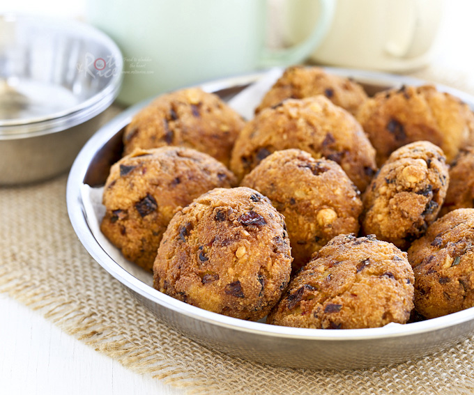 Paruppu Vadai (Lentil Patties), a popular South Indian snack prepared with dhal and spices. Deliciously crunchy on the outside and soft on the inside. | Food to gladden the heart at RotiNRice.com