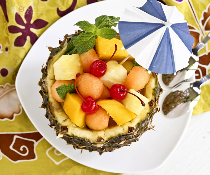 A quick tutorial on how to prepare a Pineapple Fruit Bowl filled with seasonal fruits as a fun summer treat. | RotiNRice.com