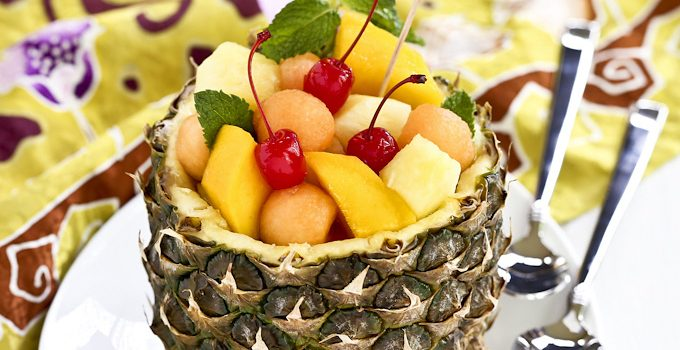 A quick tutorial on how to prepare a pineapple bowl filled with seasonal fruits as a fun summer treat.| Food to gladden the heart at RotiNRice.com
