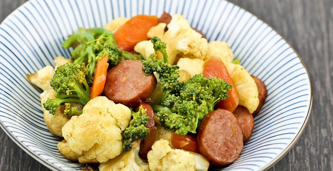 Broccoli, Cauliflower, and Sausage Stir Fry – super quick and tasty with easily available ingredients. Perfect for weeknights. | Food to gladden the heart at RotiNRice.com