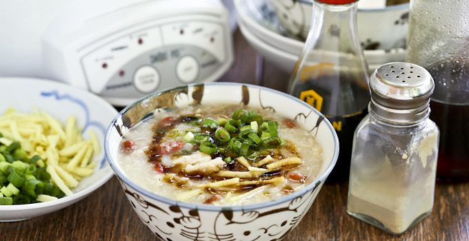 This Slow Cooker Rotisserie Chicken Congee is a delicious way to use up leftover rotisserie chicken. Makes a soothing and comforting breakfast or lunch. | Food to gladden the heart at RotiNRice.com