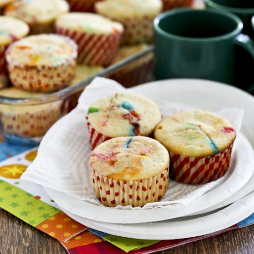 These bright, fun, and easy M&M Cream Cheese Cupcakes are perfect as a lunchbox treat or an after school snack. Frosting is totally optional. | Food to gladden the heart at RotiNRice.com