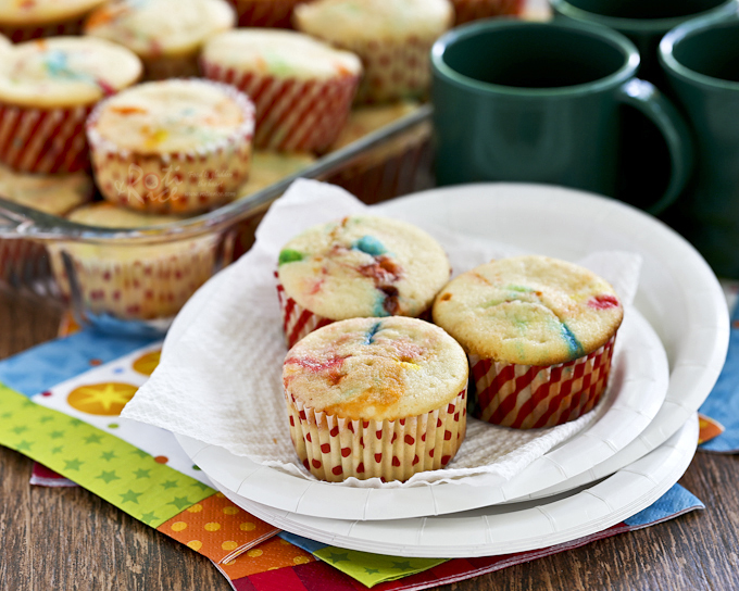 These bright, fun, and easy M&M Cream Cheese Cupcakes are perfect as a lunchbox treat or an after school snack. Frosting is totally optional. | RotiNRice.com