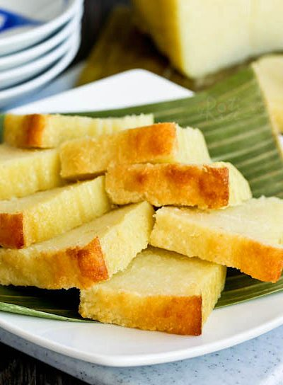 This easy to make gluten free Kuih Bingka Ubi Kayu (Baked Tapioca Cake) is a Nyonya tea time treat. It is moist, tender, fragrant, and super delicious. | RotiNrice.com #kuihbingka #tapiocacake #cassavacake