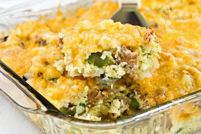 This layered Sausage Hash Brown Egg Bake makes a hearty and delicious breakfast for a crowd. Great for the weekend or when you have company. | RotiNRice.com
