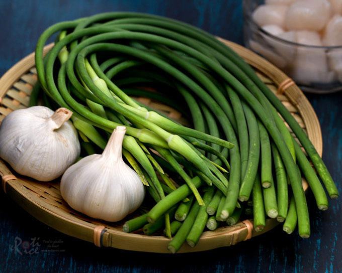 Never tasted garlic scapes? Try this Garlic Scape and Scallop Stir Fry. It is fragrant, delicious, and takes only 20 minutes to prepare. | RotiNRice.com