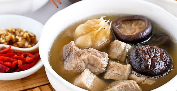 Singapore Teochew Bak Kut Teh is a version of pork ribs tea with a clear garlicky and peppery broth. Only a few ingredients and very easy to prepare. | RotiNRice.com #bakkutteh #porkribstea #porkbonetea