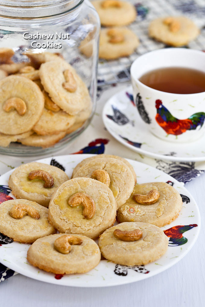 These buttery Cashew Nut Cookies have a crumbly sandy texture and a deliciously nutty flavor. Perfect for afternoon tea or the holidays. | RotiNRice.com