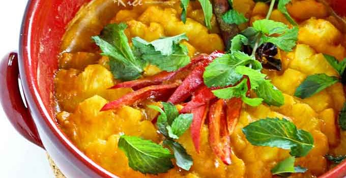 This Pineapple Curry is another way to enjoy the tangy sweetness of pineapples mellowed in coconut milk. Makes a lovely and appetizing side dish. | RotiNRice.com