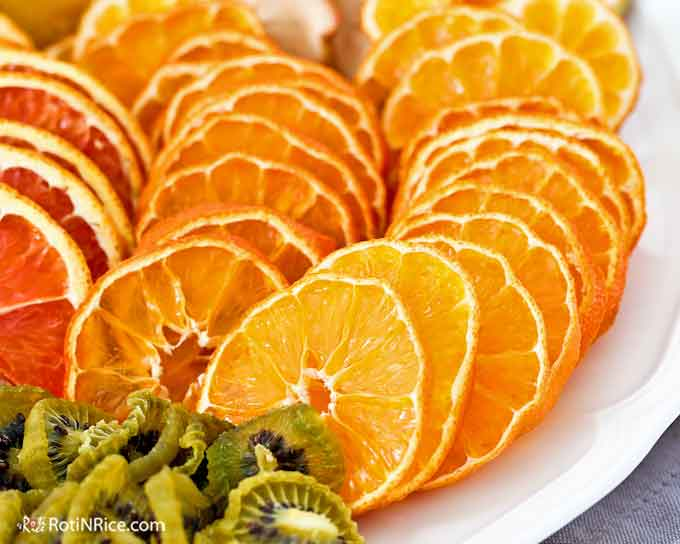 Dried clementine slices
