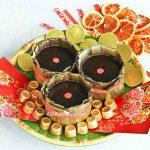 This Gula Melaka Tikoy (Nian Gao) is fondly known as Or Kim Tikoy or Black Gold Tikoy. The famous Malaysian palm sugar makes it very fragrant and delicious. | RotiNRice.com #tikoy #niangao #gulamelaka #chinesenewyear #lunarnewyear
