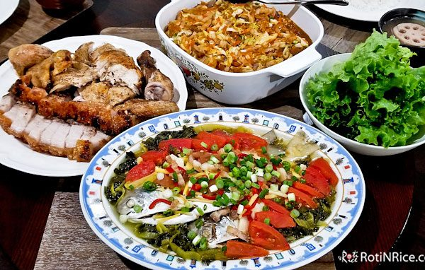 Ushering in the Lunar New Year 2020 with a sumptuous Reunion Dinner on the eve. Menu includes Prosperity Toss Salad and other family favorites. | RotiNRice.com #chinesenewyear #lunarnewyear #lohhonchai #braisedmixedvegetables #hoseefattchoy