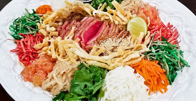 Chinese New Year is that time of the year for Yusheng/Yee Sang. This time I used Seared Ahi Tuna for the fish and it was super delicious! | RotiNRice.com #yusheng #yeesang #prosperitytosssalad #chinesenewyear #lunarnewyear