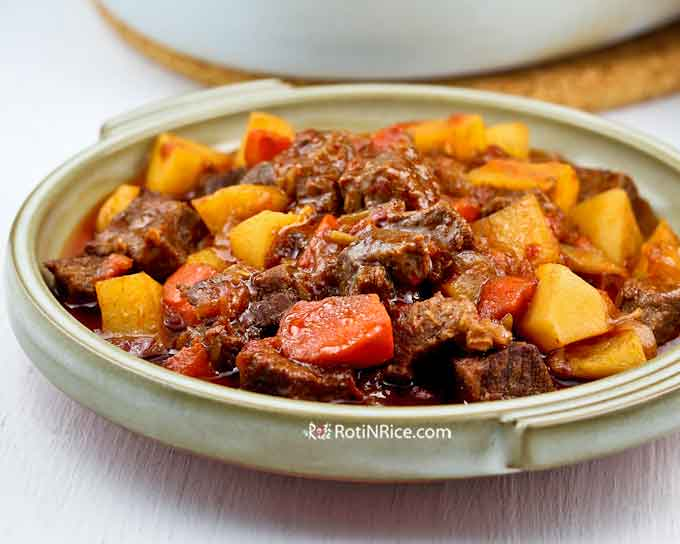 This Marmite Beef Stew has an additional layer of flavor with the additon of a distinctive yeast extract making it super hearty and tasty. A must-try! | RotiNRice.com #beefstew #marmite #yeastextract