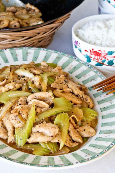 Making Black Pepper Chicken Stir Fry, a popular choice at Chinese takeouts across the US using this quick and easy recipe.